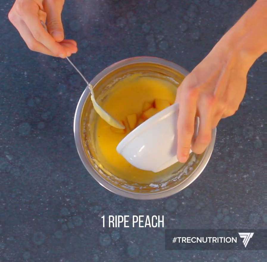 Protein dessert recipe - how to make vanilla pancakes with peach